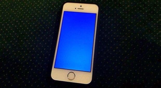 iphone stuck at blue screen of death